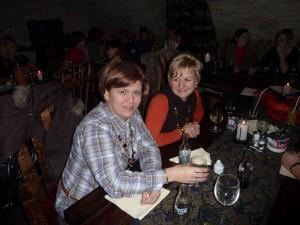 Tesóka és Annamari a John Bullos buliban:) Legjobbfejek voltak aznap este (is), széjjel röhögték magukat:)